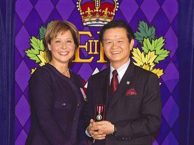 Mr. Jack Lee received JUBILEE appreciation award of the Queen Elizabeth from Premier Christy Clark, Premier of British Columbia; Premier Clark invited Jack to visit China in 2013.  <br> 安邦獲卑詩省長克拉克代表頒發英女王的JUBILEE獎狀;  省長於2013 年邀請李總裁訪問中國。