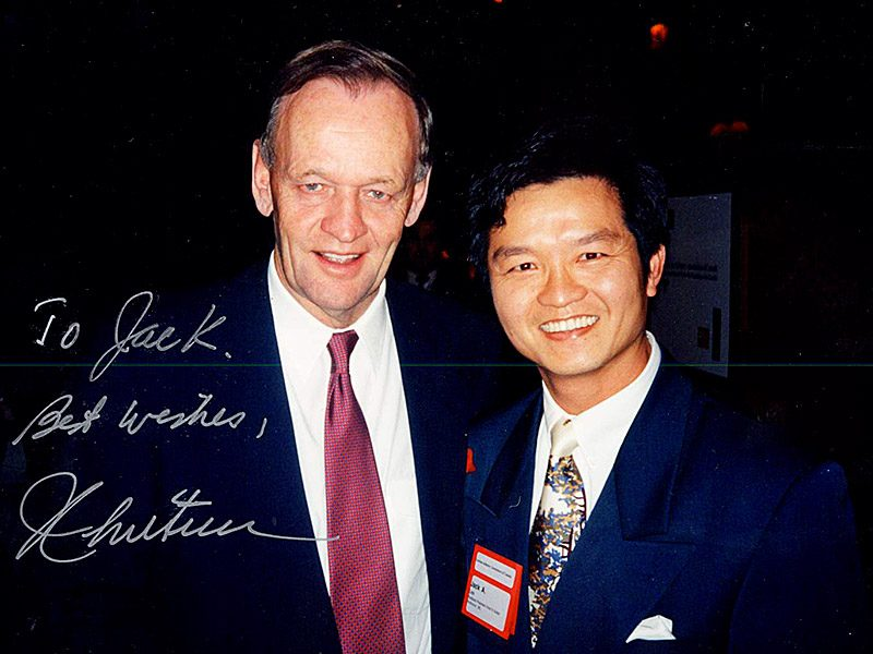Mr.​ ​Jack​ Lee​ ​with​ ​Joseph Jacques Jean Chrétien, 20th Prime Minister of Canada <br> 李安邦與加拿大前總理克理靖合照