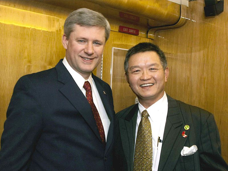Mr.​ ​Jack​ Lee​ ​with​ ​Stephen Joseph Harper PC, 22nd Prime Minister of Canada  <br> 李安邦與加拿大前總理哈伯合照