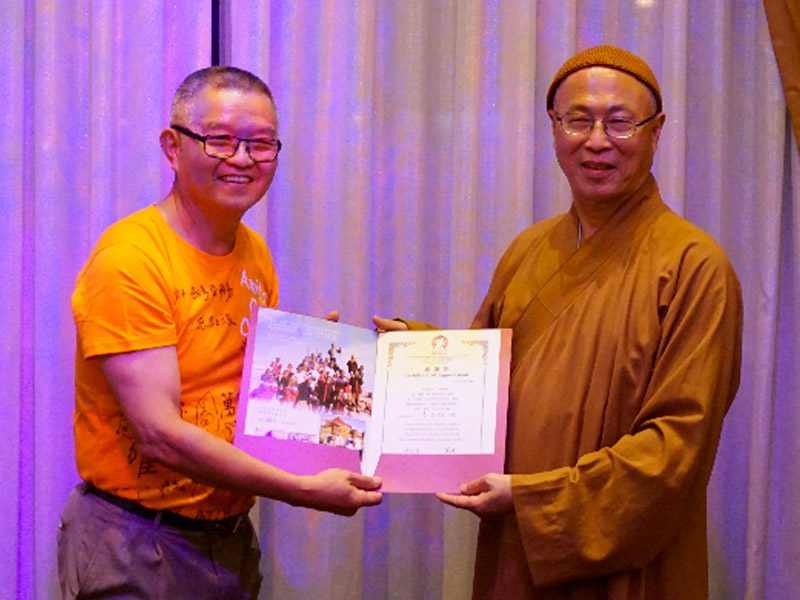 Mr.​ ​Jack​ Lee​ ​with​ ​Venerable Hui Li, Founder and Director of ACC <br> 阿彌陀佛關懷中心創辦人慧理法師