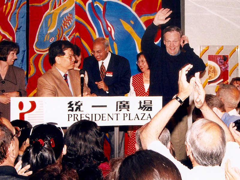 Jean Chrétien​ ​visited President Plaza and Radisson President Hotel 1994 <br> 前加拿大總理克理靖1994年訪問統一廣場