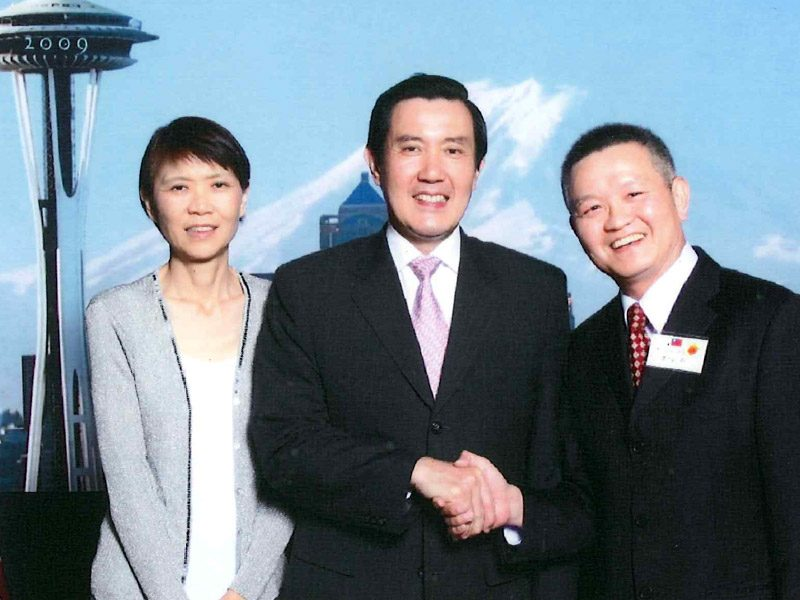 Mr.​ ​Jack​ ​Lee​ ​with Mr. & Mrs. Ying-Jeou Ma, Former Taiwan President from 2008 to 2016 <br> 李安邦與​總統馬英九合照